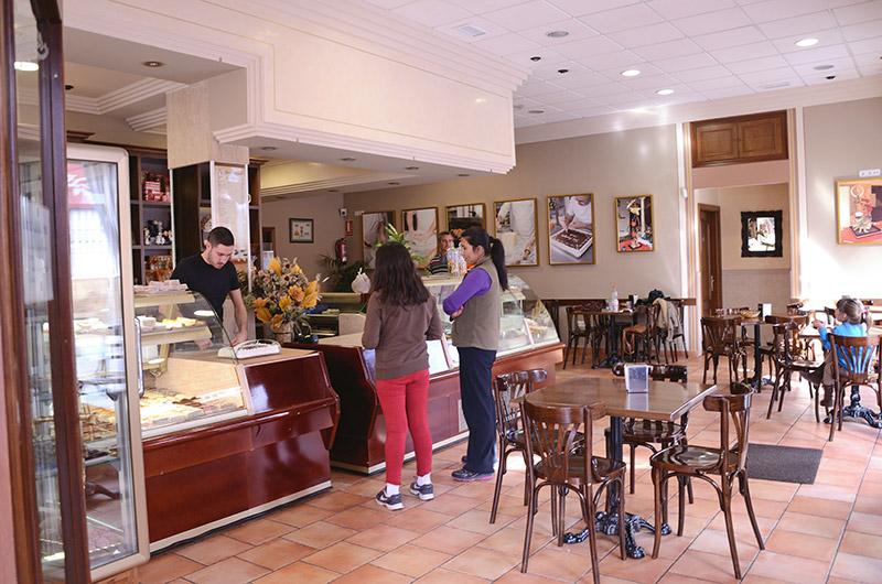 interior-tienda-josemiguel-pastelero